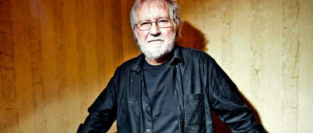 Tobe Hooper standing against a wall